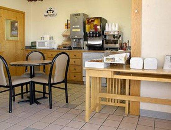 Super 8 Laramie : Breakfast Area