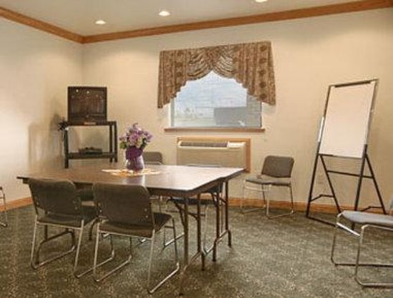 Super 8 Uniontown PA: Meeting Room