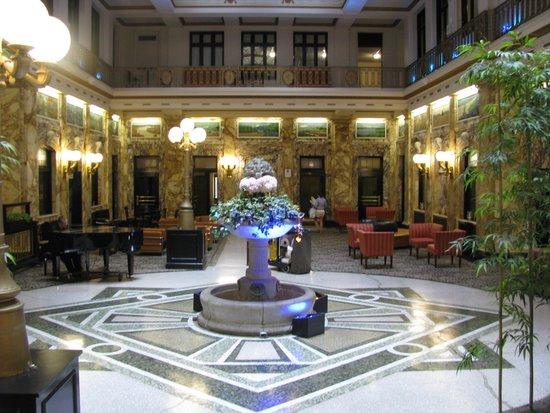 Radisson Lackawanna Station Hotel Scranton : artful