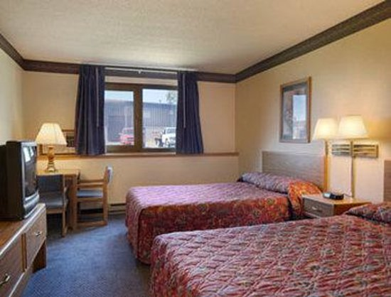 Super 8 Duluth: Standard Two Double Bed Room