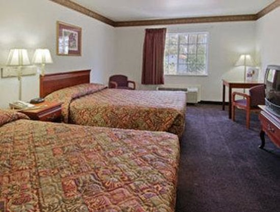 Super 8 Huntsville: Standard Two Double Bed Room