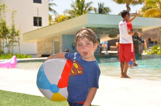 Sandos Caracol Eco Resort : Royal Elite Pool & Swim Up Bar