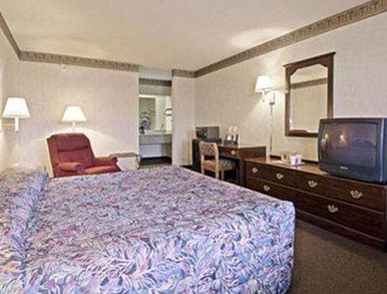 Super 8 Seguin: Standard King Bed Room