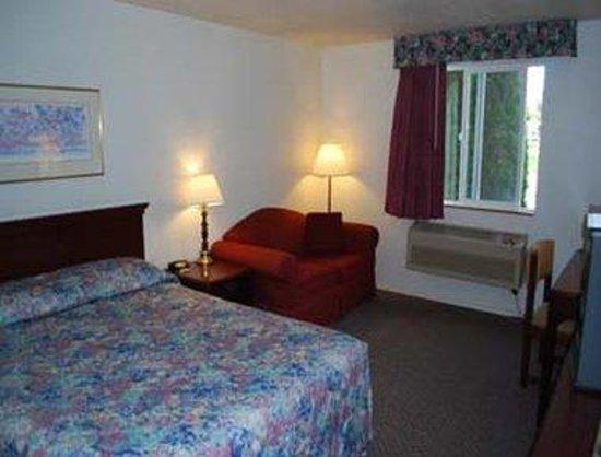 Super 8 Shelton: Queen Bed Room