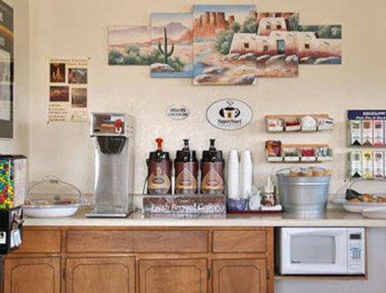 Super 8 Benson: Breakfast Area