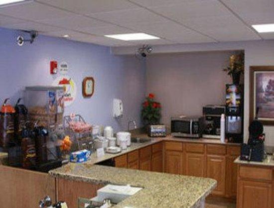 Super 8 Michigan City: Breakfast Area
