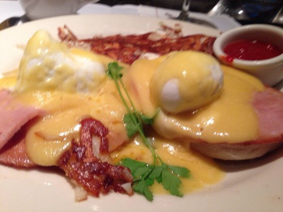 Grand Lux Cafe: Eggs Benedict