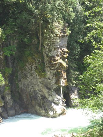 Othello Tunnels: One of the cliffs