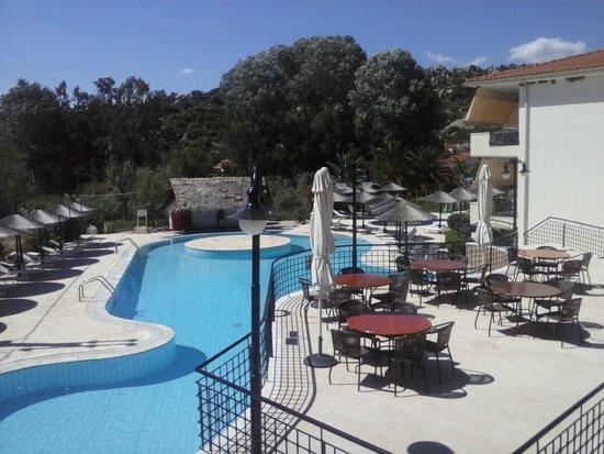 Hotel Makednos: τελεια πισινα
