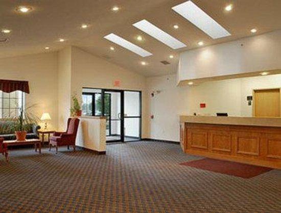 Super 8 Highland NY: Lobby