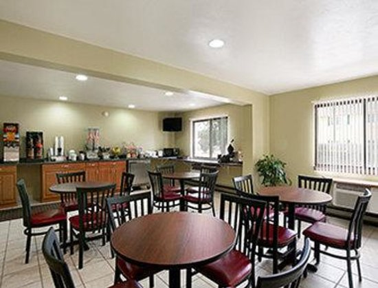 Super 8 Eau Claire WI: Breakfast Area