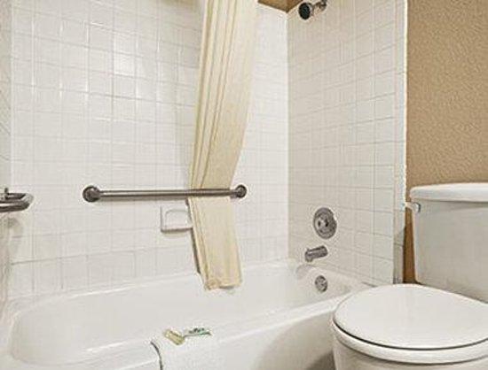 Super 8 Gainesville TX: ADA Bathroom