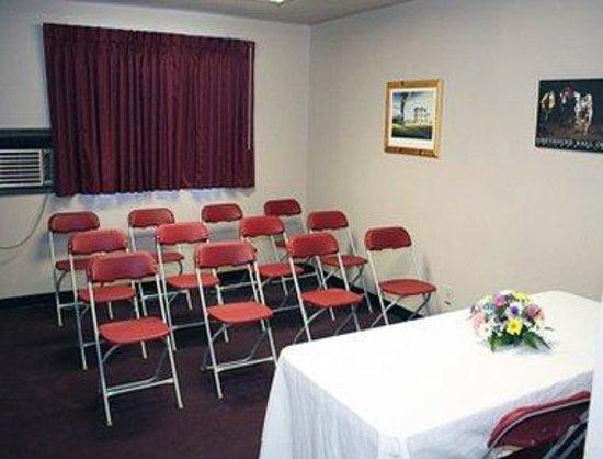 Super 8 Abilene KS: Meeting Room