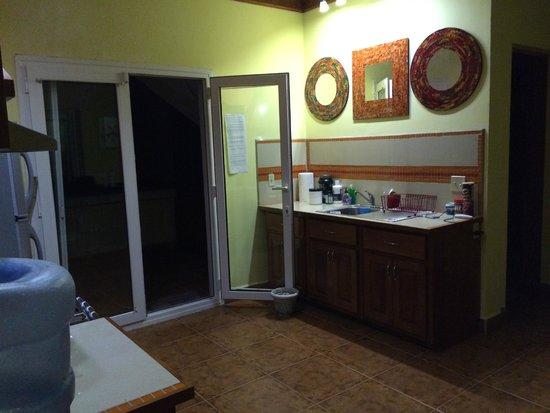 Villa Delfin Roatan: Kitchen