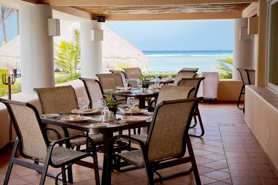 Omni Puerto Aventuras Beach Resort: Having at great breakfast