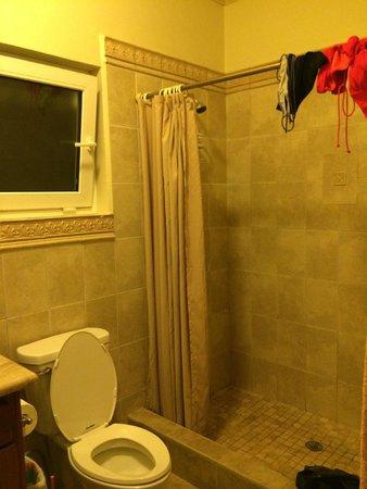 Villa Delfin Roatan: 2nd Bathroom