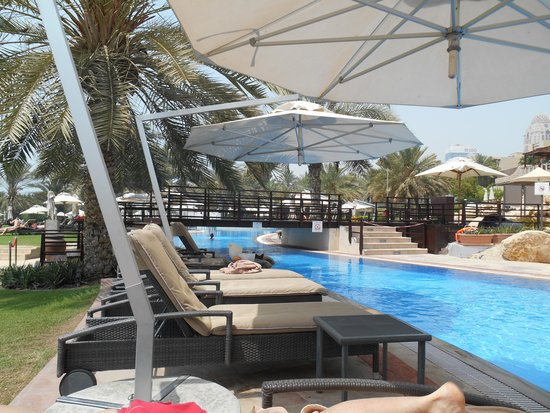 Le Meridien Mina Seyahi Beach Resort and Marina : part of the pool complex