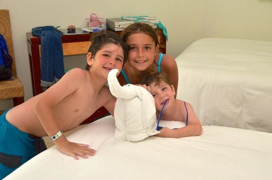 Sandos Caracol Eco Resort: Towel animals were LOVED by the kids!