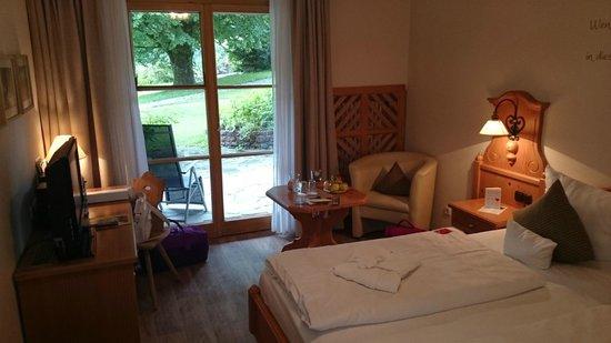 BEST WESTERN PLUS Berghotel Rehlegg: Blick zur Terrasse