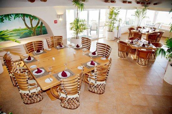 Omni Puerto Aventuras Hotel Beach Resort: interior of the Restaurant El Xenote