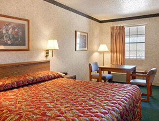 Super 8 Addison by The Galleria / North Dallas: Standard King Bed Room