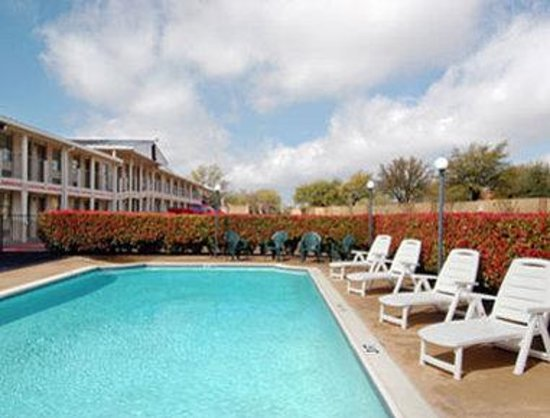 Super 8 by the Galleria / North Dallas : Pool