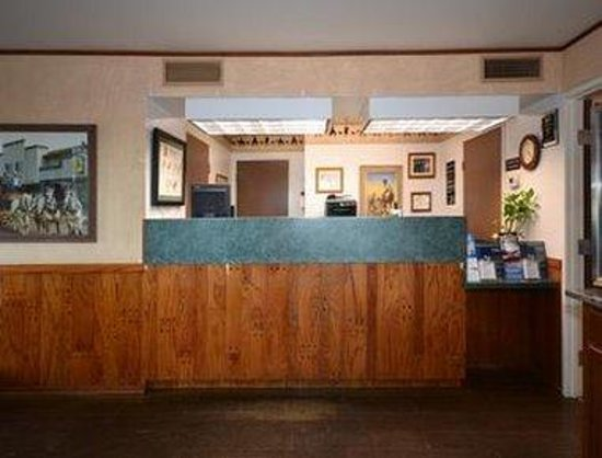 Super 8 Wickenburg AZ: Front Desk