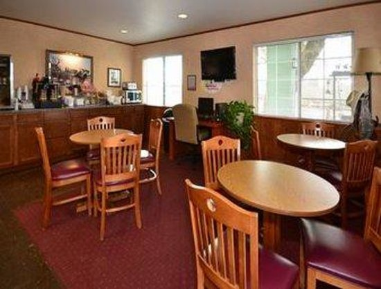 Super 8 Wickenburg AZ : Breakfast and Dining Area