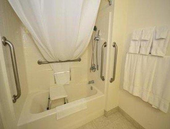 Super 8 Wickenburg AZ: Accessible Bathroom