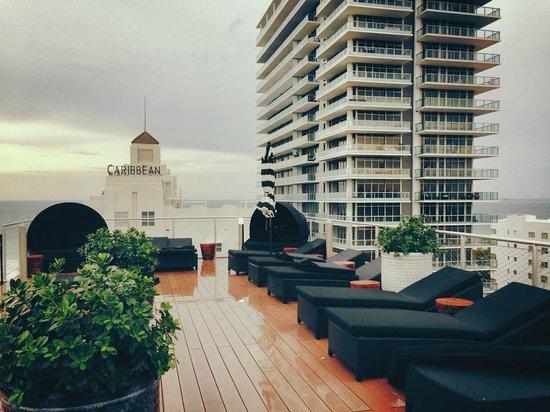 Hotel Croydon Rooftop Deck