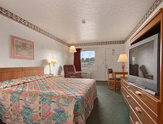 Super 8 Christiansburg: Standard King Bed Room