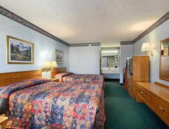 Super 8 Springdale AR: Two Queen Bed Room with MicroFridge
