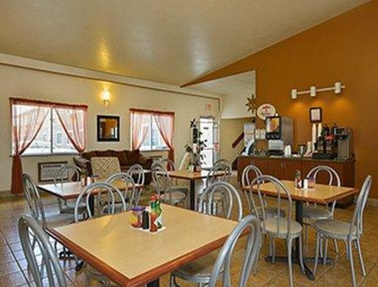 Super 8 Alamosa: Breakfast Area