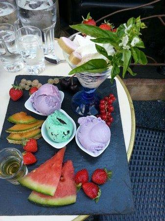 Hotel Les Ambres : Dessert de la region.