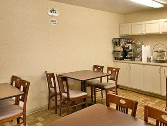 Super 8 Fort Mitchell Cincinnati Area : Breakfast Area