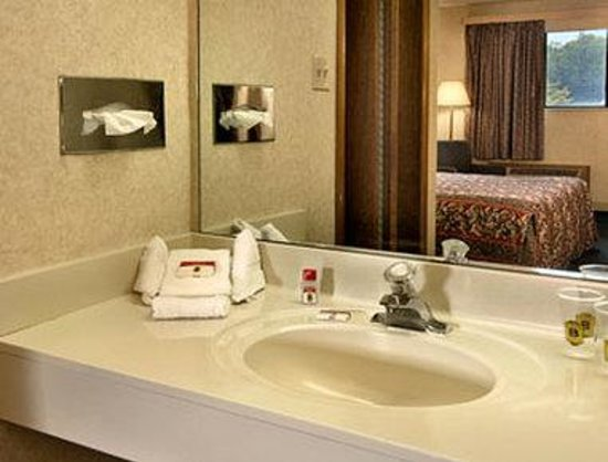 Super 8 Fort Mitchell Cincinnati Area : Bathroom