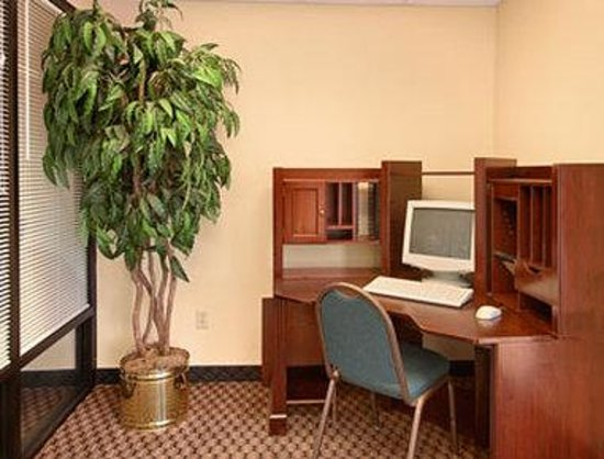 Super 8 Indianola: Business Center