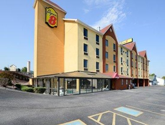 Welcome to the Super 8 Pigeon Forge Near The Convention Center