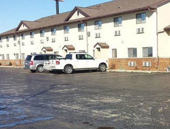 Days Inn Le Roy/Bloomington Southeast: Welcome To Days Inn Le Roy Bloomington SE