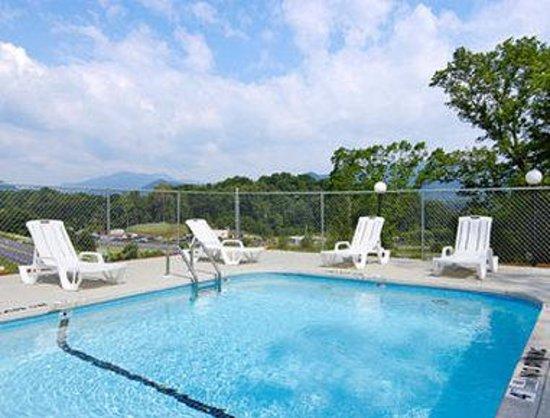 Motel 6 Waynesville: Pool