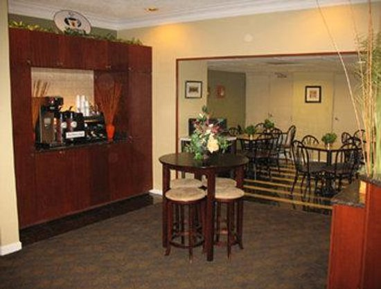 FairBridge Inn Express: Breakfast Area