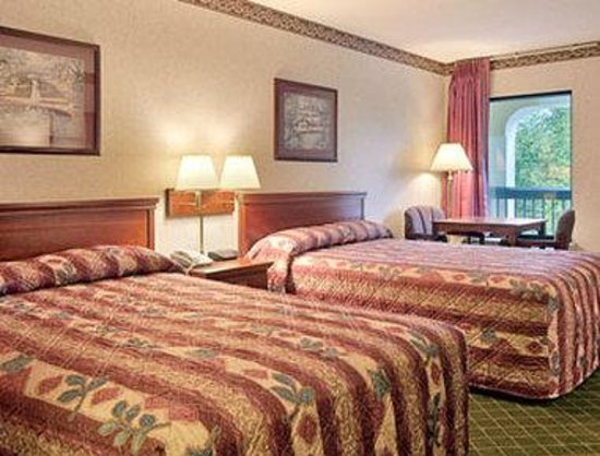 Super 8 Ruther Glen Kings Dominion Area: Standard Two Double Bed Room