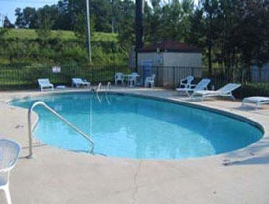 FairBridge Inn Express: Outdoor Pool
