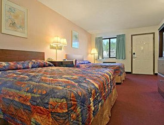 Super 8 Keystone/Mt. Rushmore: Standard Two Queen Bed Room