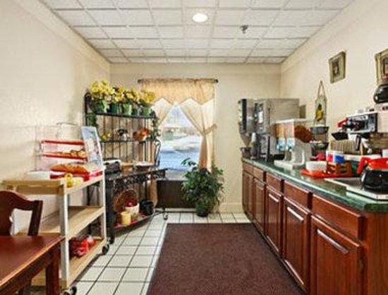 Baymont Inn & Suites Beckley: Breakfast Area
