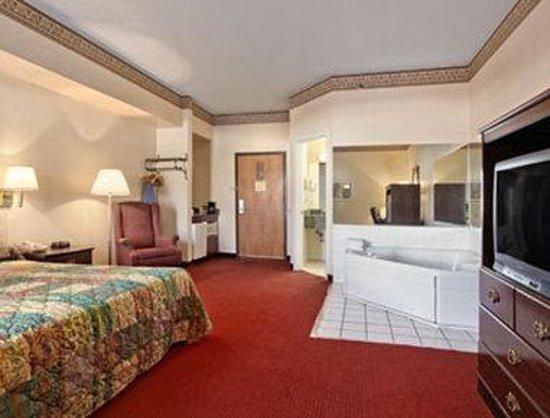 Baymont Inn & Suites Beckley: King Jacuzzi Suite