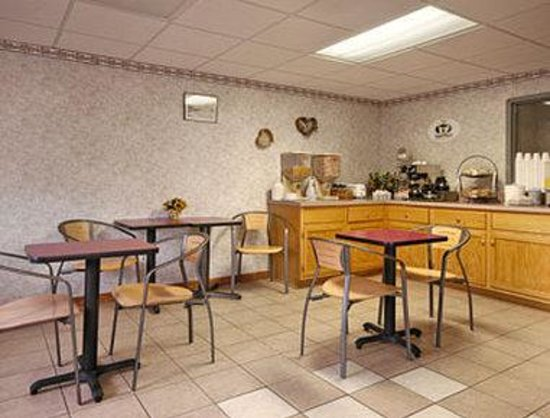 Super 8 Hancock MD : Breakfast Area