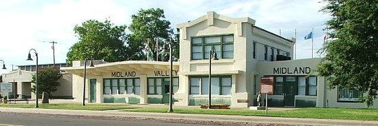 La Quinta Inn & Suites Muskogee : Three Rivers Museum in the Midland Valley Railroad Depot