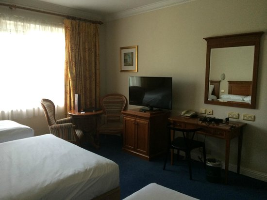 Rochestown Park Hotel: Old furniture, no style, no theme