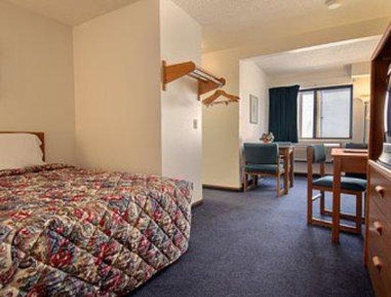 Super 8 Columbus : Standard Queen Bed Room
